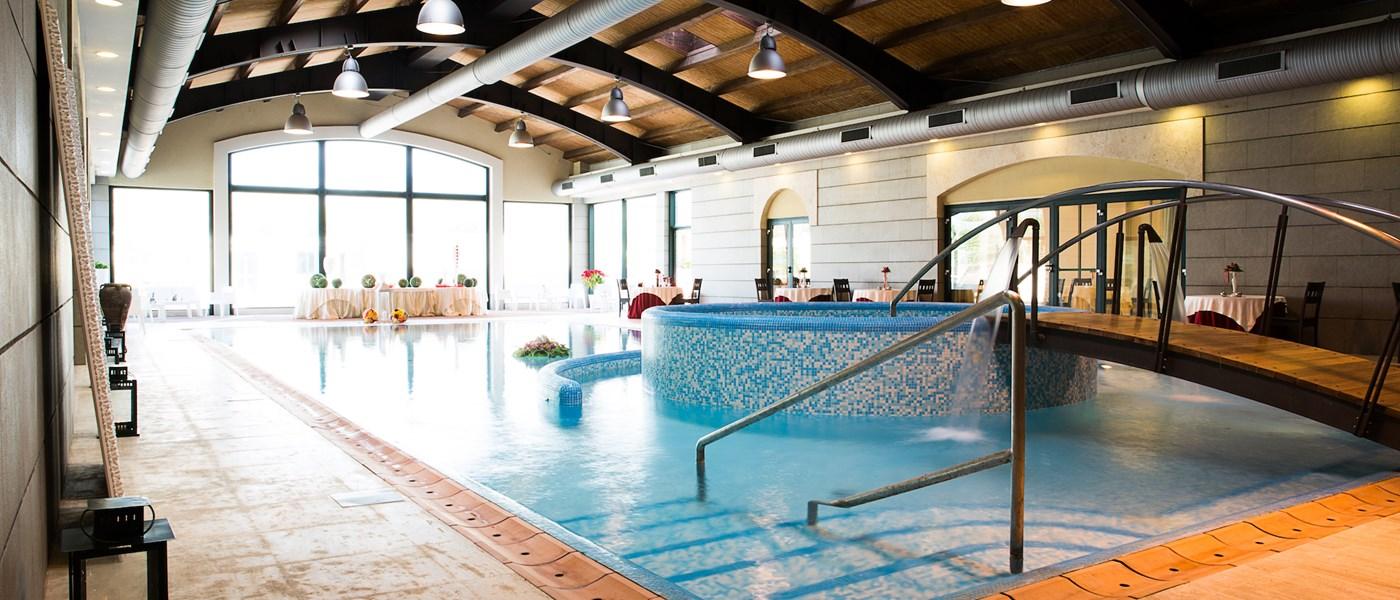 Piscina coperta grand hotel paestum paestum cilento - Hotel paestum con piscina ...